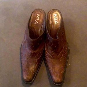 MIA Brown Leather Slide in Cowboy Boots 7.5